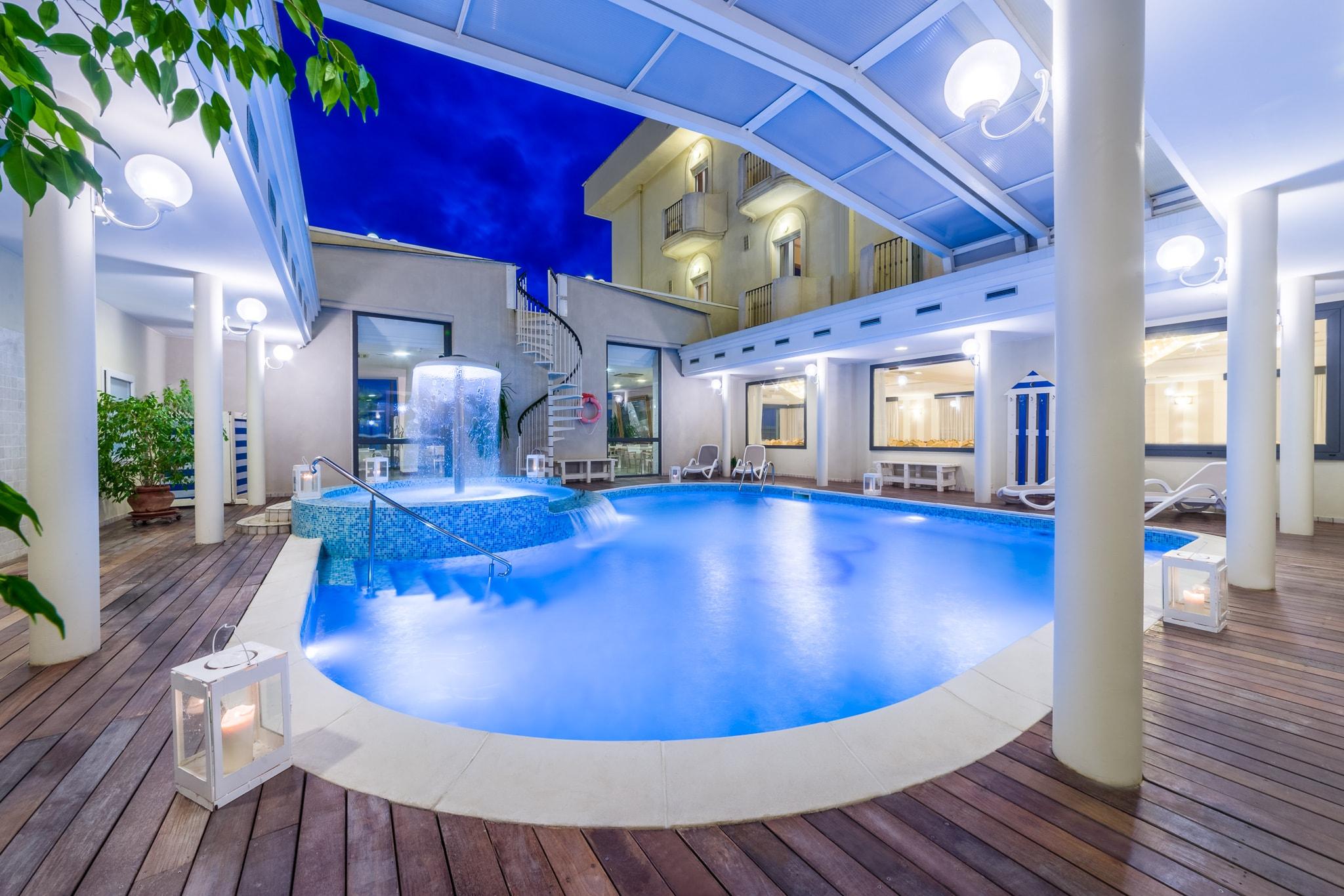 Hotel con piscina e sul mare a bellaria igea marina hotel agostini - Hotel bellaria con piscina ...